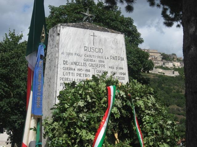 RUSCIO monumento caduti combattenti monteleone di spoleto foto Stefano Vannozzi